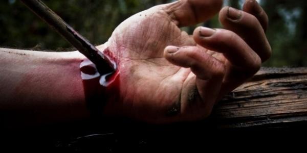 9582-hand_nail_blood.630w.tn